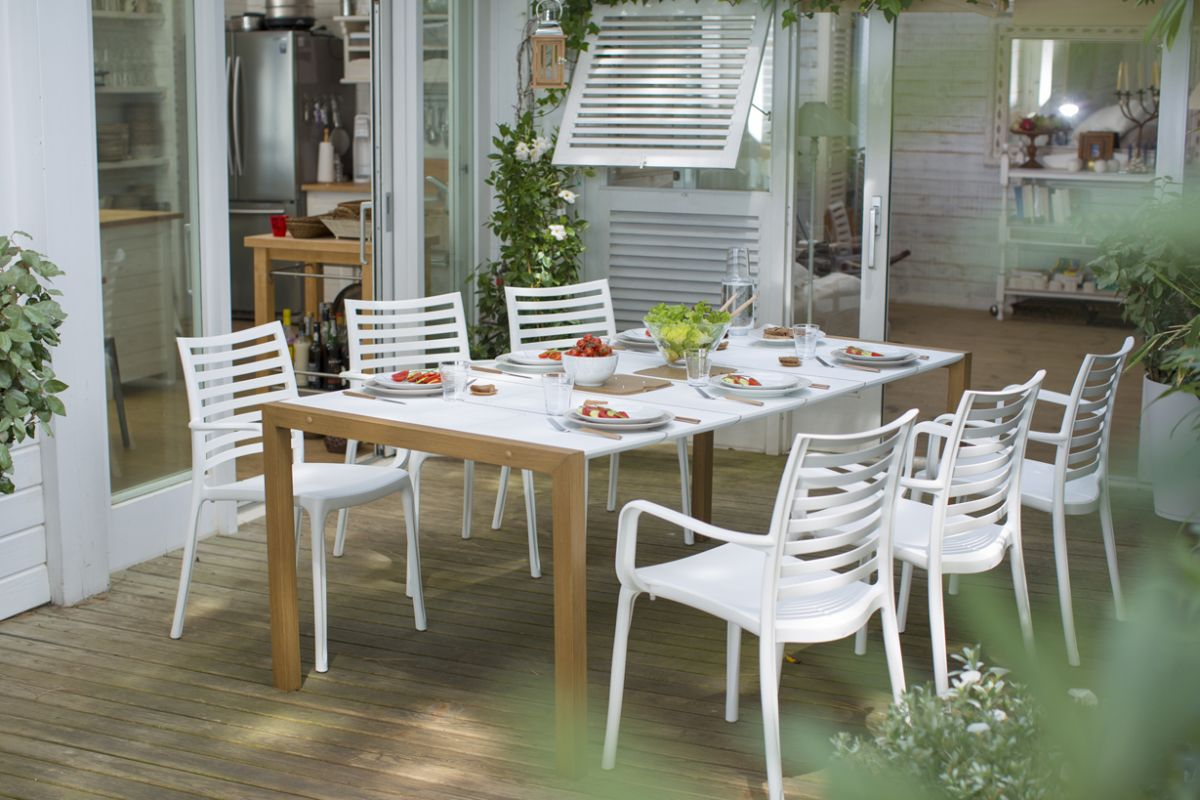 Outdoor furniture and decoration for a great garden atmosphere ...